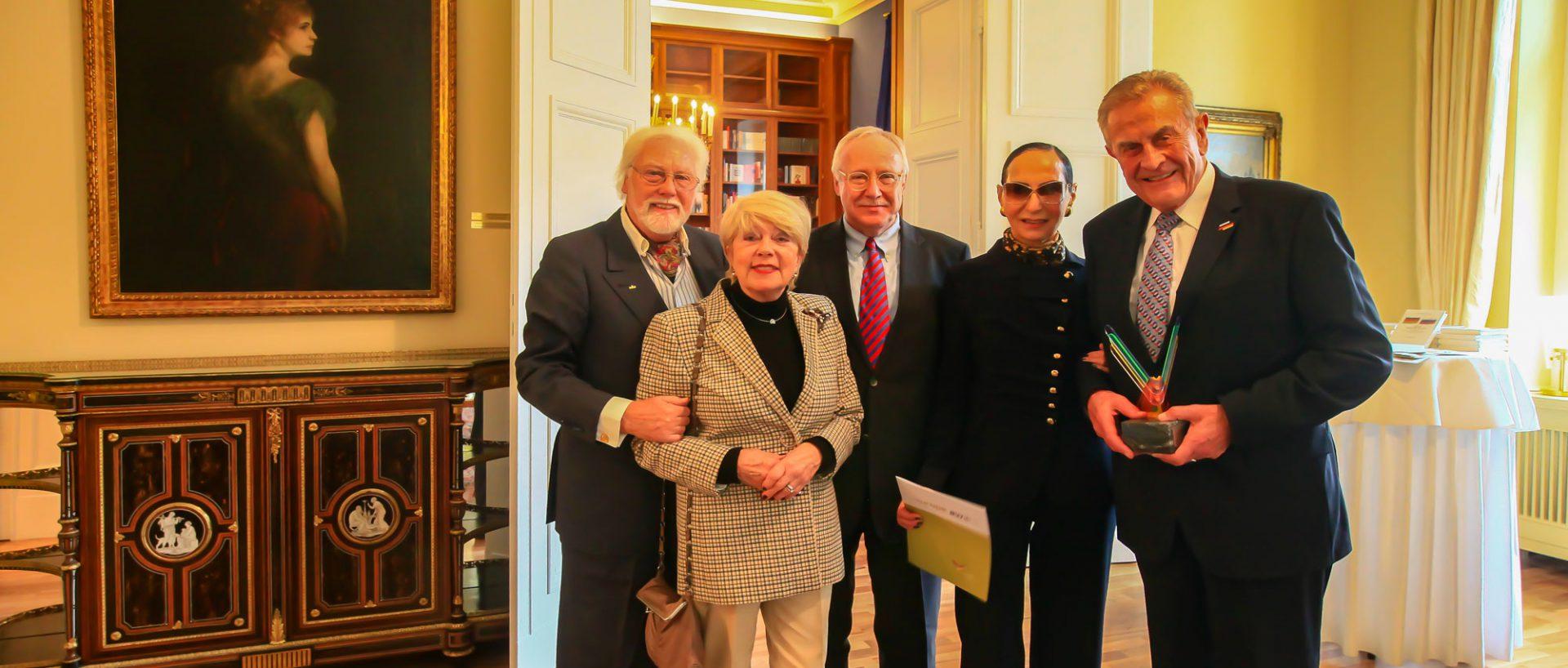 Preisträger Prof. Dr. Bonnenberg, Präsident Tilo Braune und Weggefährten